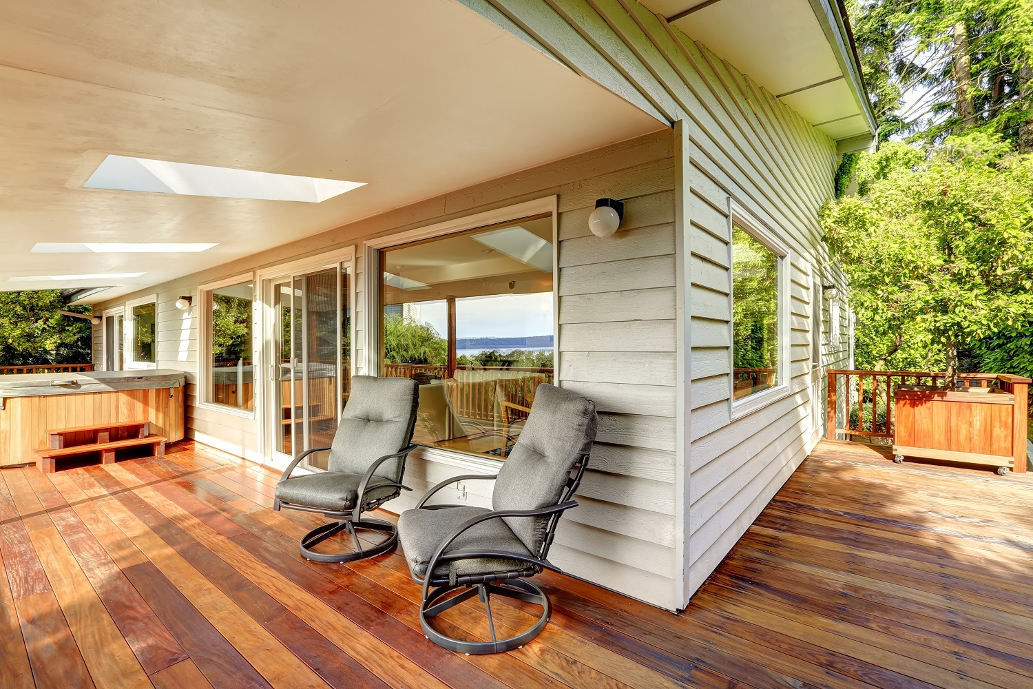 Building a wraparound deck keep these 7 considerations in for Things to consider when building a deck